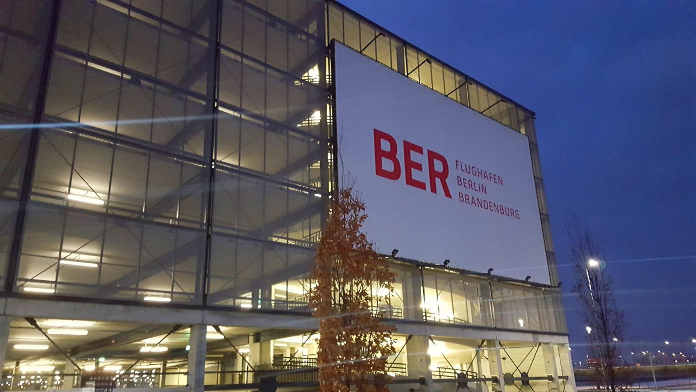 """<ImageCaption xmlns=""""http://parkcloud.net/internal"""">Flughafen Berlin Brandenburg</ImageCaption>"""